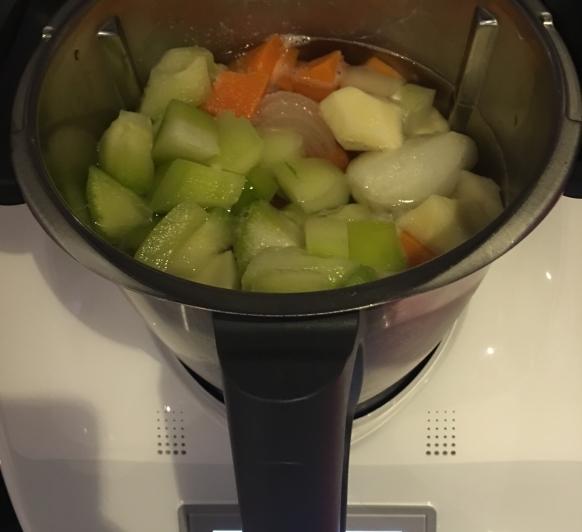Crema de verduras y albondigas al vapor...cocinando a dos niveles